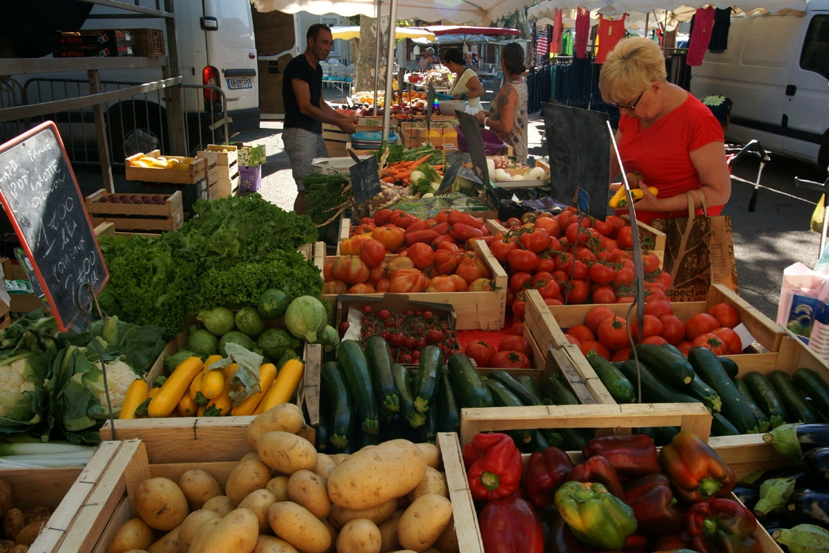 Periodic Markets in Provence